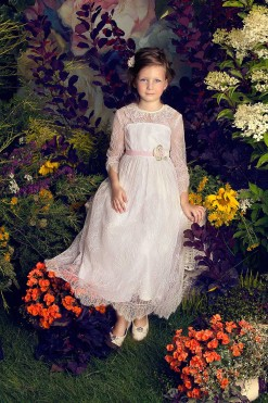 Long lace dress with handmade flower décor